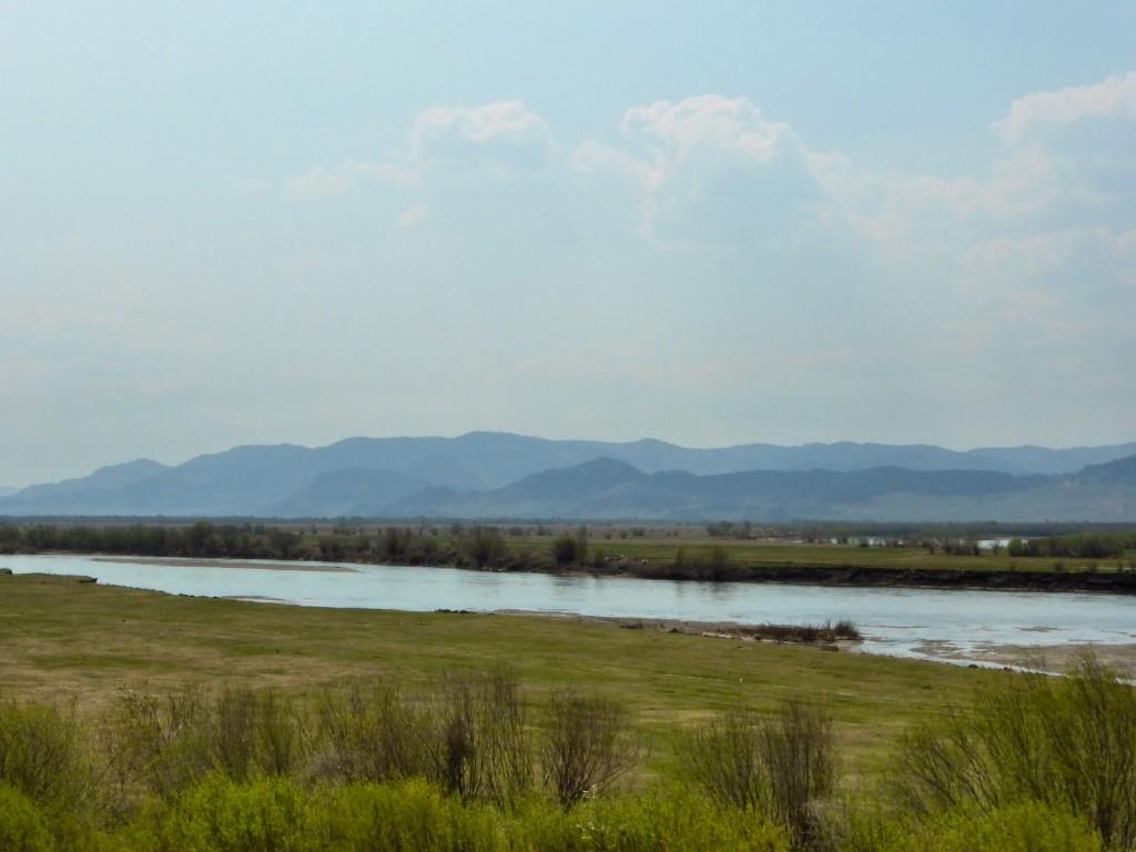 Entlang des Flusstals der Selenga