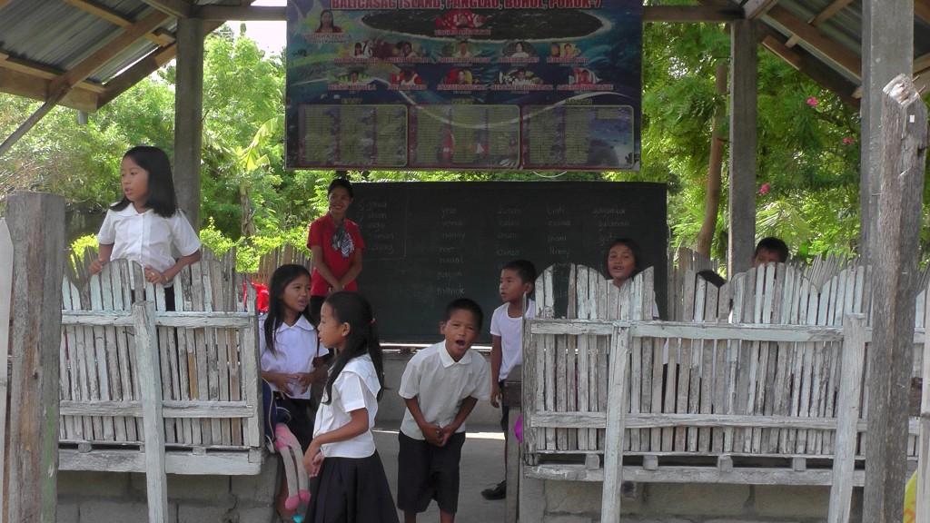 Schulkids auf Balicasag Island