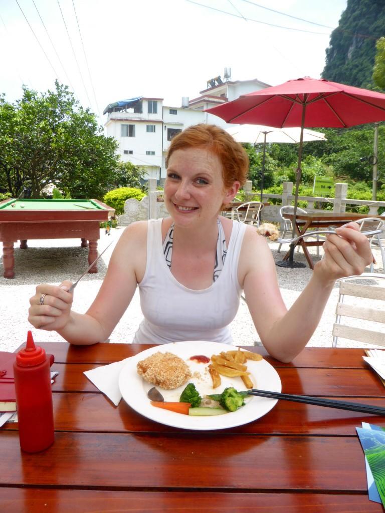 Zur Abwechslung: Hühnchen Cordon Bleu mit Pommes und Salat :-)