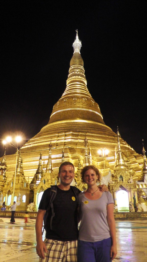 Shwedagon-Pagode bei Nacht