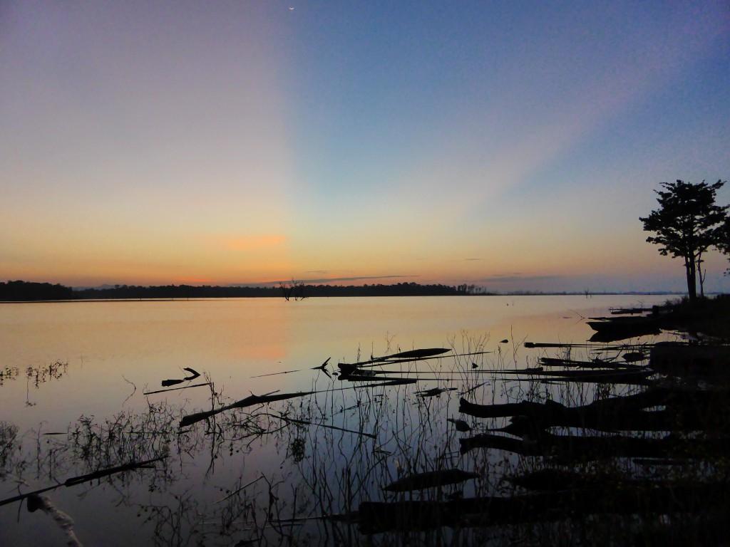Herrlicher Sonnenaufgang am Stausee