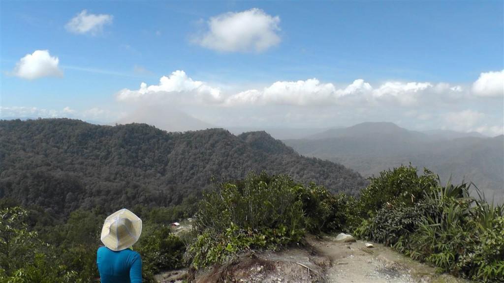 Blick vom Gunung Sibayak auf den Gunung Sinabung