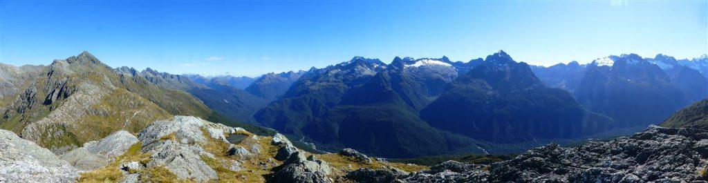 Auf dem Routeburn Track finden sich wie auf die Postkarte gemalte Alpenlandschaften