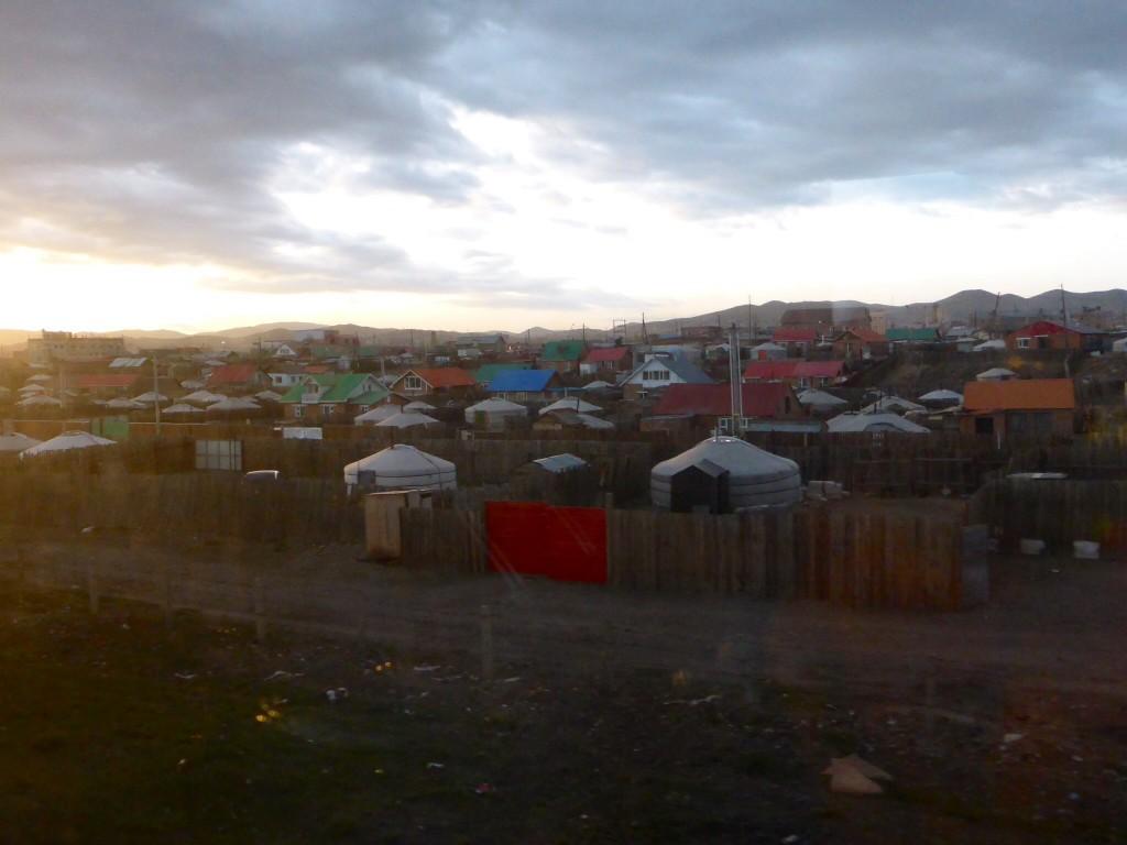 Auch das ist Ulaan Bataar- mit der Jurte an den Stadtrand und schon ist man Hauptstädtler...