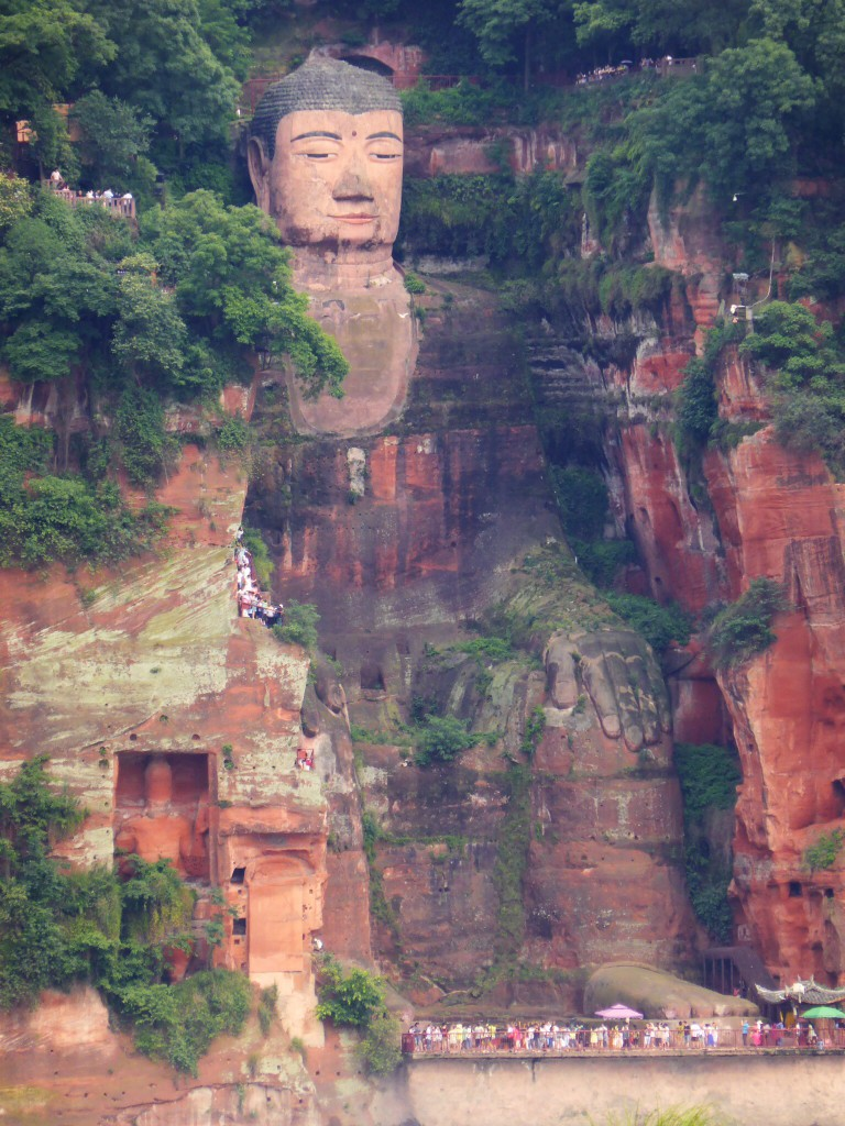Der große Buddha in ganzer Pracht