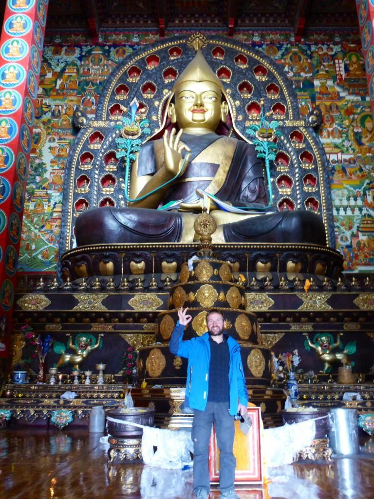 Überlebensgroßer Buddha