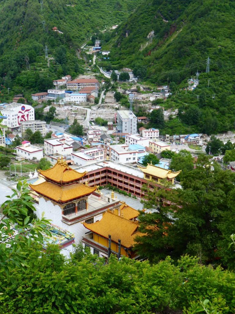 Das tibetisch-chinesische Stadtbild von Kangding
