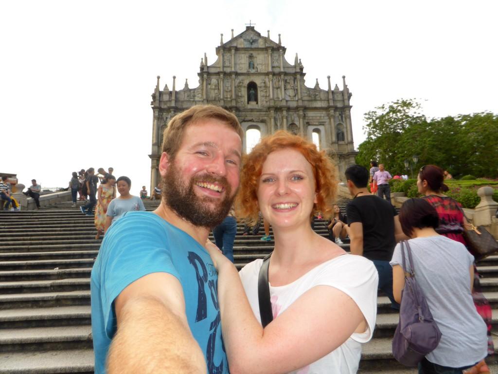 Vor den Ruinen der St. Pauls Cathedral