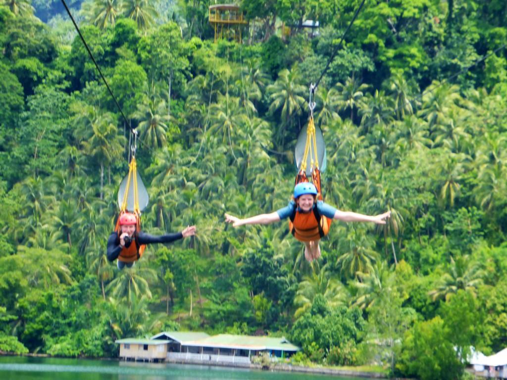Fun: 1 km Zip lining über eine Lagune