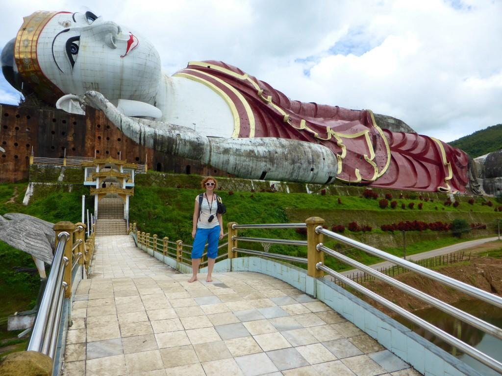 Beim größten liegenden Buddha der Welt