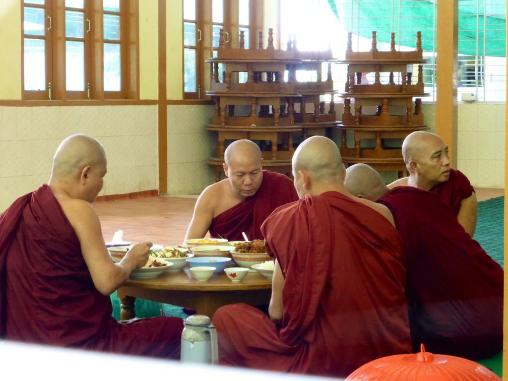 Mönchsspeisung