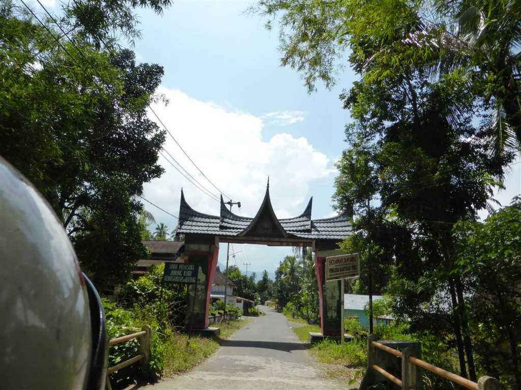 Dorfeingang zu Maninjau